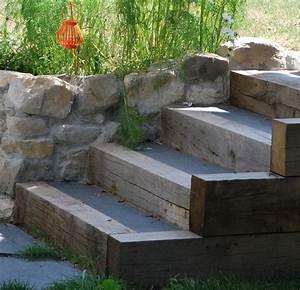 Comment Faire Des Marches Dans Un Talus : marches bois et b ton jardin en pente sloping garden en 2019 pinterest ~ Melissatoandfro.com Idées de Décoration