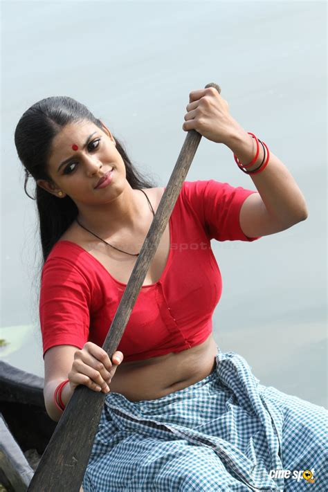 mallu iniya navel blouse show in nagabandham 171 mallufun