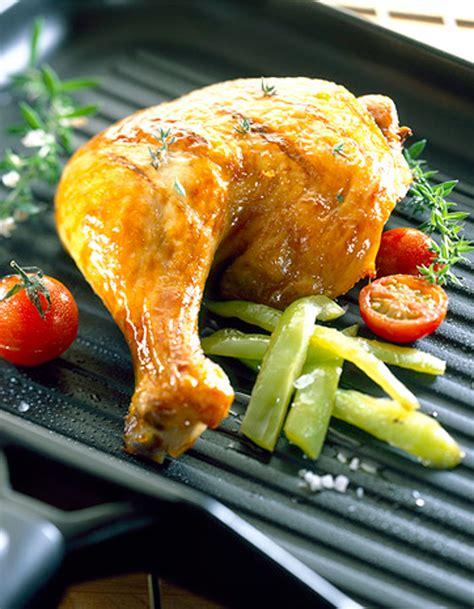 cuisine cuisse de poulet cuisses de poulet grillées à l 39 ail citron et romarin recettes à table