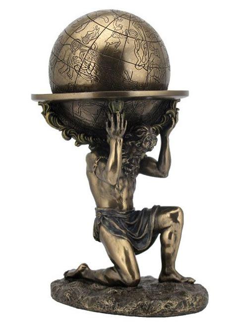 atlas portant le monde l 233 gende du titan mythologie couleur bronze 23cm gt japan attitude