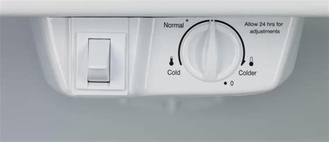 frigidaire ffhtqw   top freezer refrigerator  energy star gallon door storage