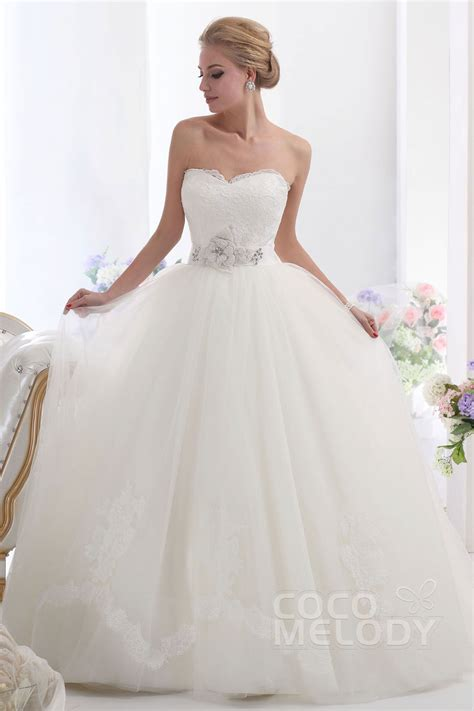 Cocomelody Ball Gown Sweetheart Chapel Train Tulle