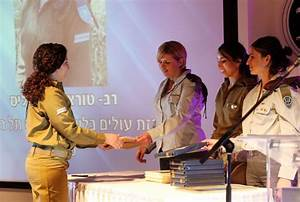 Female soldier from LA receives IDF Award of Excellence ...