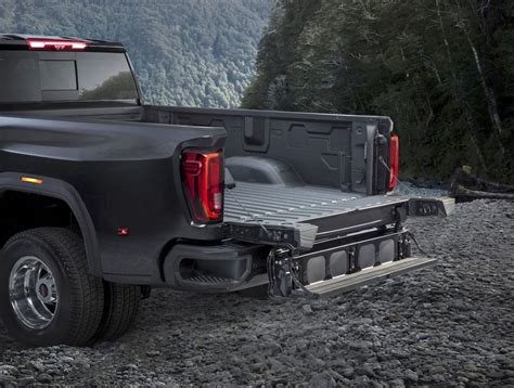 2020 Gmc Tailgate 2020 gmc hd is here with 30 000 lbs of towing