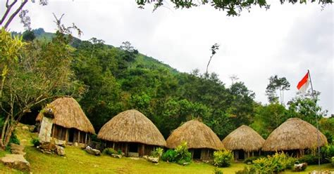 rumah adat asli papua kebaya solo