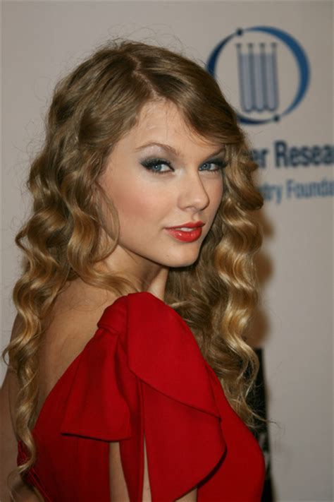 taylor swift crimped waves
