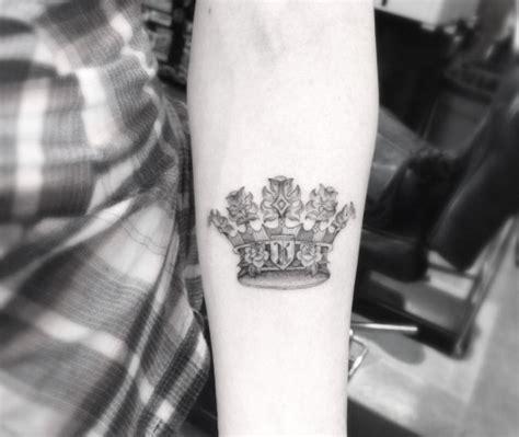 Wrist Tattoo Crown beautiful crown tattoos fit  royalty tattooblend 550 x 463 · jpeg