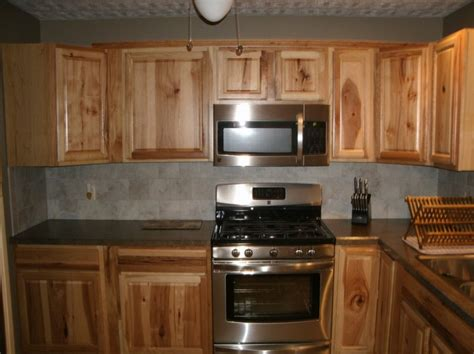 hickory kitchen cabinets hickory cabinets kitchen and paint colors