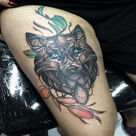 modern style colored thigh tattoo  wolf  jewelry