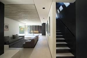 Salon Gris Et Bois : bardage noir peinture noire et baies coulissantes dans une villa ~ Melissatoandfro.com Idées de Décoration