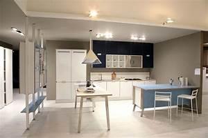 Couleur De Meuble Tendance : les nouvelles cuisines bleues 2012 inspiration cuisine ~ Teatrodelosmanantiales.com Idées de Décoration