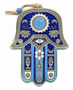 NeeSuWoo Jewelry Designs: Hamsa Symbol & Onyx for protection.