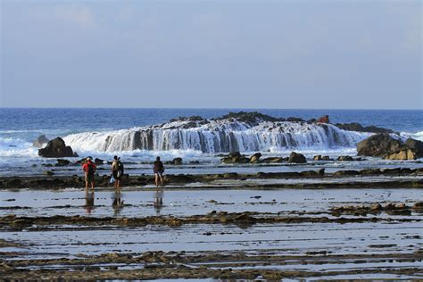 tempat wisata pantai indah mempesona  banten banten