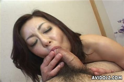 Japanese Milf Miyuki Kisaragi Knows Well How To Give Blowjob Video