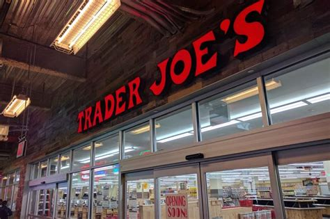 trader joes  brooklyn store  open friday  city