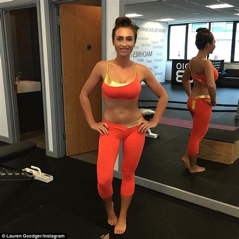 lauren young gym lauren goodger claims to be make up free in tummy baring
