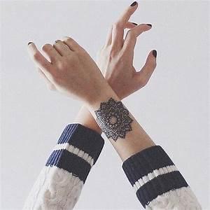 Tatouage Avant Bras Femme : tatouage mandala avant bras on craque pour un tatouage ~ Melissatoandfro.com Idées de Décoration