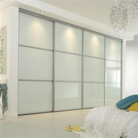 porte chambre coulissante la porte de dressing coulissante garantit un style moderne