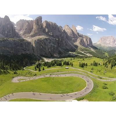 Riding the Maratona dles Dolomites: 9000 riders in Italy's