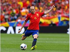 Andres Iniesta among greatest ever players, says Petr Cech