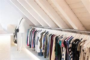 Offener Schrank Vorhang : unser begehbarer kleiderschrank in der dachschr ge mit langer kleiderstange reiseblog food ~ Markanthonyermac.com Haus und Dekorationen
