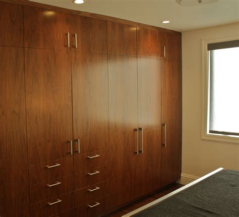Offene Schranksysteme Schlafzimmer by Wooden Wardrobe Cabinets Brown Wooden Floating Closet