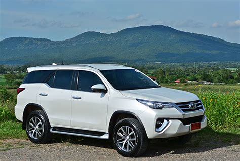 toyota fortuner 2 4 v 4wd 2017 review bangkok post auto