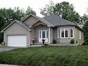 LUXURIOUS BUNGALOW FOR SALE IN LONG SAULT in Long Sault