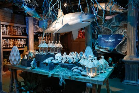 This Halloween try these holiday decorating tips to