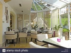 Bar Tische Und Stühle : bar bistro cafe wintergarten fenster innenaufnahme restaurant ruhetag stuehle tische ~ Bigdaddyawards.com Haus und Dekorationen