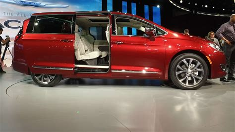 2017 Chrysler Pacifica: The Minivan Reinvented (Video ...