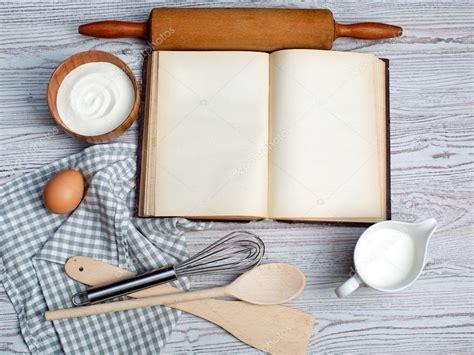 livre de cuisine vierge concept de cuisson ingrédients et ustensiles de cuisine