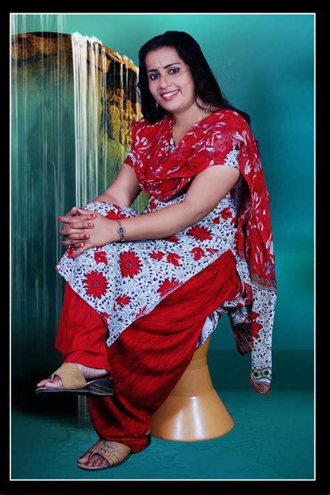 hot aunty  mallu aunty hotness images celebrity