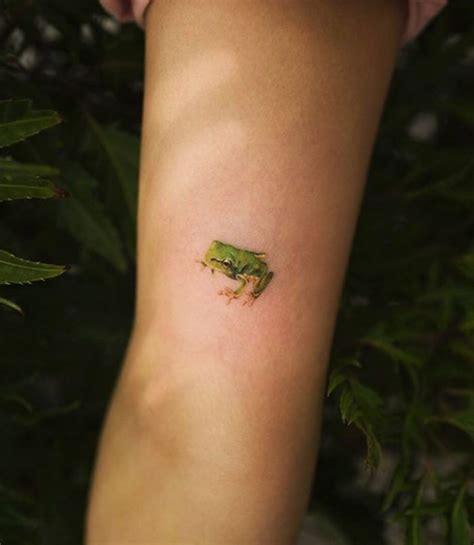 tiny frog tattoo frog tattoos tree frog tattoos girl