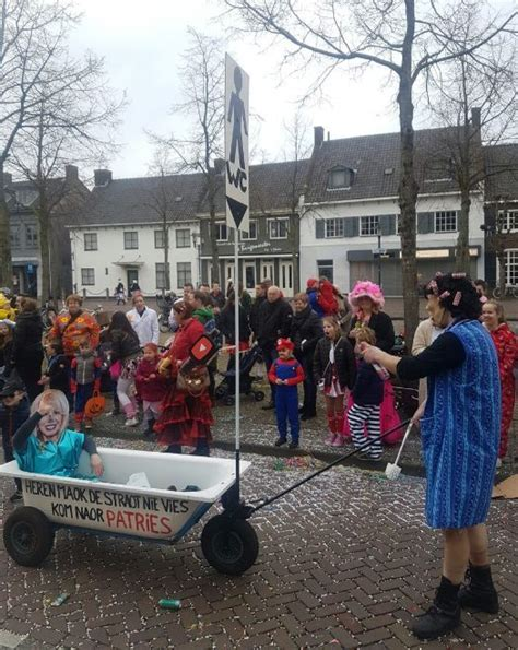 toilet patricia paay dumpert nl portable toilet tijdens carnaval
