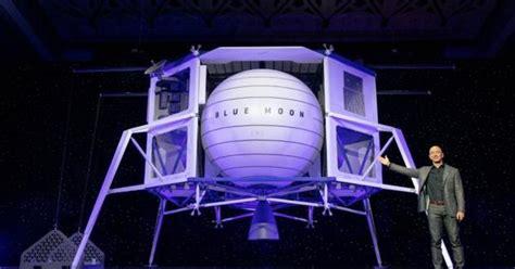 jeff bezos  blue moon lander  carry crews