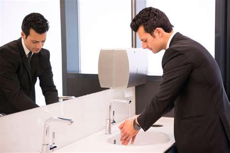 basic toilet etiquette aetoseye