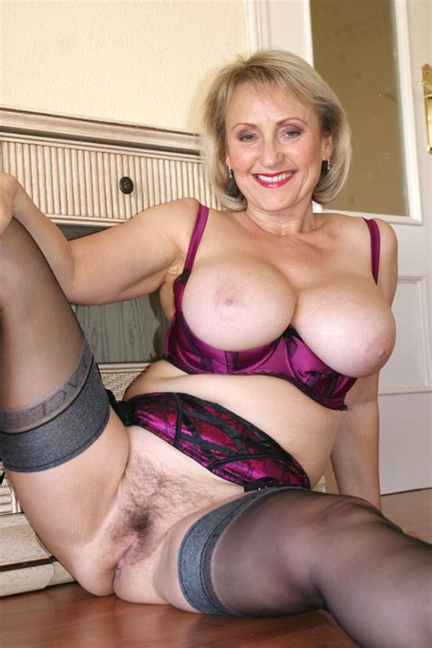 Mature Michelle Nylon Stockings Adult Archive