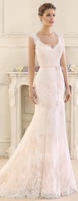 fitted wedding gowns best 25 fitted wedding dresses ideas on fitted lace wedding dress veil hair
