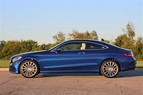 Pone a su disposición su gama de vehículos a través de distribuidores y concesionarios previamente autorizados y certificados. 2017 Mercedes-Benz C300 Coupe - The Real Thing With Only Two Doors