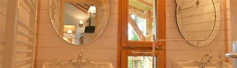 cabane dans les arbres avec salle de bain cabane toscane avec spa lot et garonne