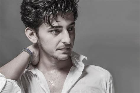 Singer Darshan Raval To Debut As An Actor With 'kk Patel V