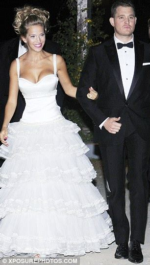 Michael Bublé's model wife Luisana Lopilato unveils new ...