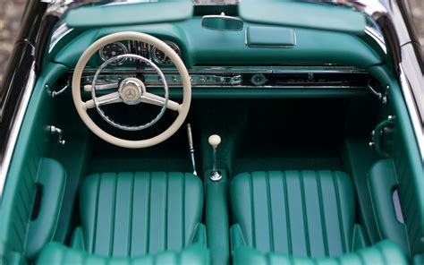 7 Types Of Car Floor Mats And Their Benefits