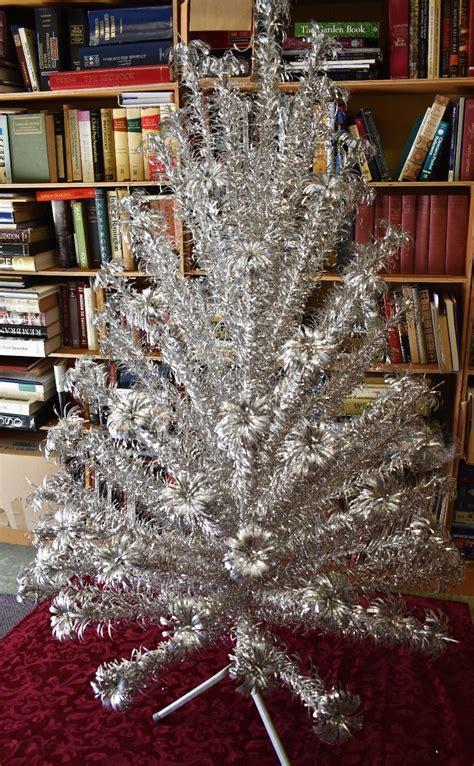 vtg 6 ft evergleam aluminum 95 branch tree christmas pom