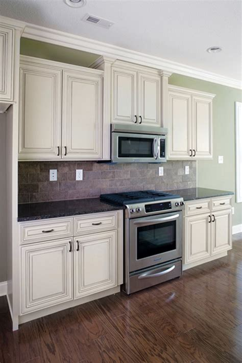 heritage shaker white cabinets heritage madison white kitchen cabinet pictures