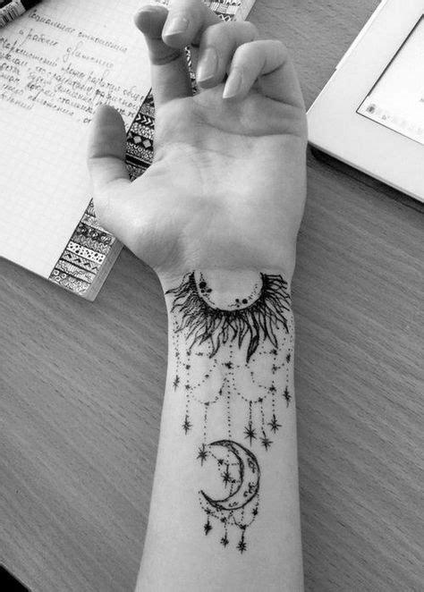 Komplizierte Arm Moon Tattoo mit Designs., #tattoo #tattooidea #tattoos #tattoosart #