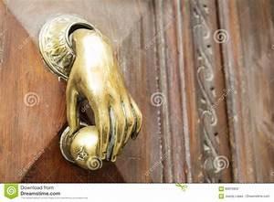 Poignée De Porte En Bois : poign e de porte avec la forme une main sur une vieille porte en bois photo stock image du ~ Melissatoandfro.com Idées de Décoration