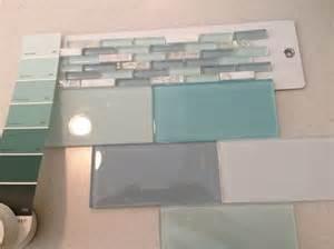 Accent Glass Tile Backsplash for Kitchen