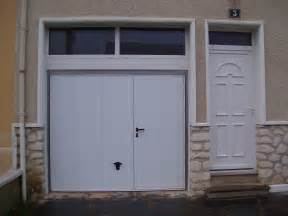 portes de garage isolation service menuiserie pose de With porte de garage basculante avec portillon pour double porte
